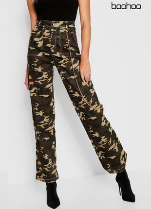 Камуфляжные штаны с карманами широкого покроя boohoo