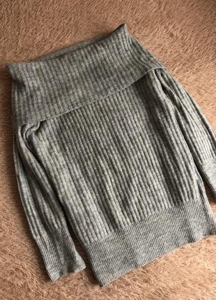 Шикарное теплое платье на плечики pull&bear