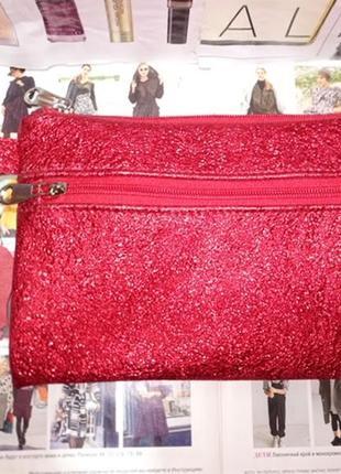 Красный кожаный клатч с кошелечком на карабине.
