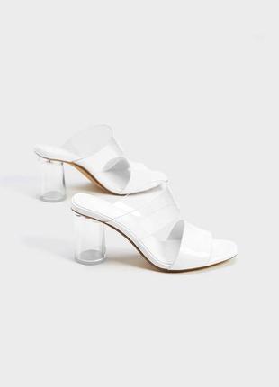 Новые белые босоножки, прозрачный удобный каблук, виниловым прозрачный ремешок