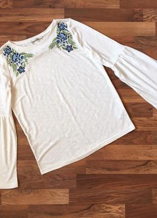 Качественная белая блуза с вышивкой