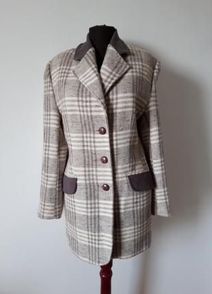 Брендовый шерстяной  пиджак в клетку.