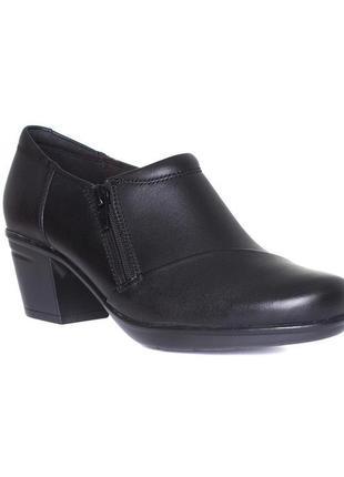 Фирменные кожаные ботинки clarks
