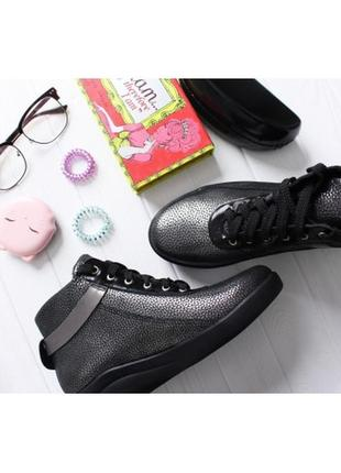 Блестящие серебристые ботинки на шнуровке  натуральная кожа