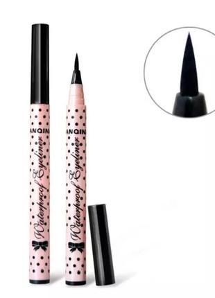 Чёрный карандаш подводка для глаз