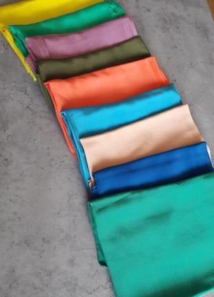 Однотонный шелковый платок.