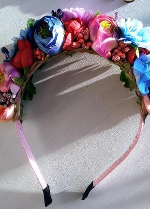 Красивый обруч с цветов