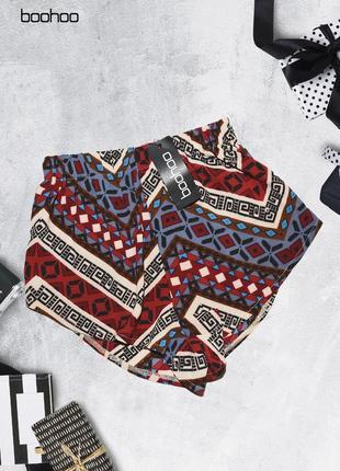 Новые шорты в геометрический узор boohoo