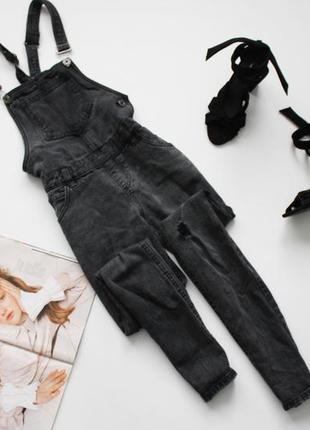 Классный джинсовый комбинезон темно серый рваный хс 6