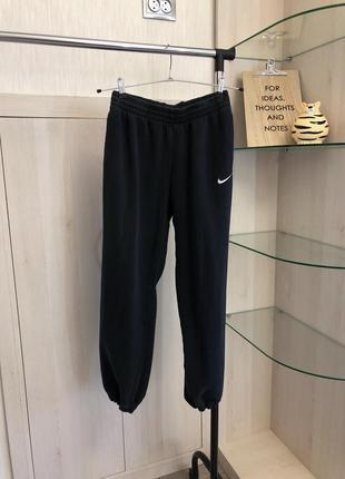 Актуальные спортивные штаны бананы джоггеры от nike