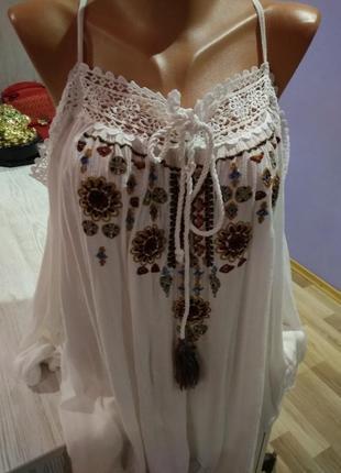 Супер стильная блузка вышиванка на груди,с открытыми плечами,крутая модель.