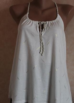Белая, нарядная блуза. майка,фирменная, promod l с золотистыми перышками
