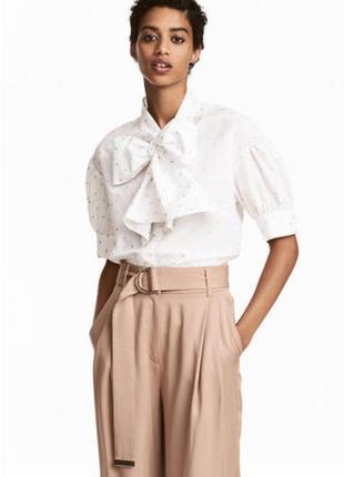 Стильная блузка с бантом и вышивкой