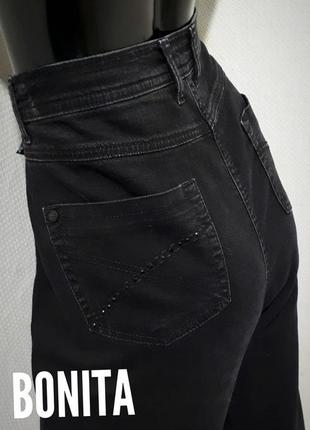 Качественные джинсы  декорированы стразами большой размер