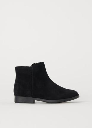 26 / 32 / 33 h&m фирменные ботильоны ботинки сапоги с низким каблуком и носком черные