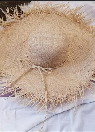 Шляпа соломенная с рваным краем