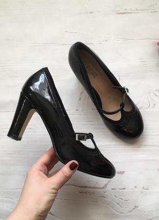 Лакированные туфли на устойчивом(37)