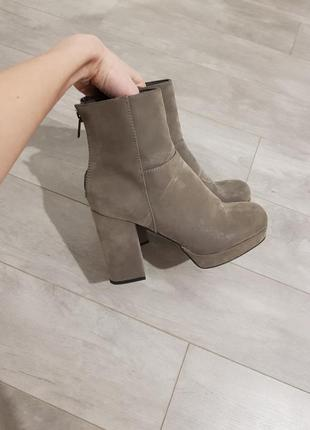 Ботинки с замком сзади