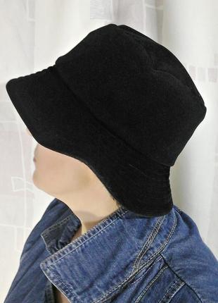 Вельветовая шляпка с твидовыми отворотами