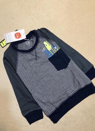 Стильный свитер на мальчика 104 см.