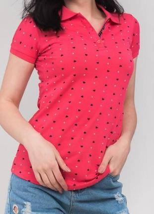 Красивая,эффектная ягодная футболка-поло divon,мелкий принт в сердечки