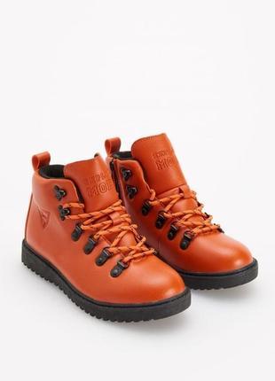 Ботинки оранжевые