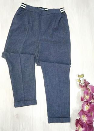 Стильные женские брюки свободного кроя