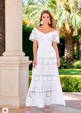 Роскошное белоснежное летнее длинное платье с кружевом и открытыми плечами код 2510