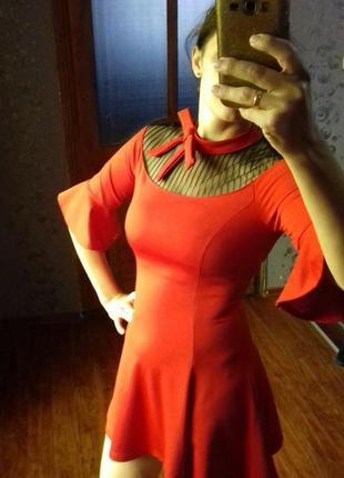 Красное платье/ червона сукня
