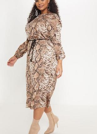 Платье в змеиный принт prettylittlething