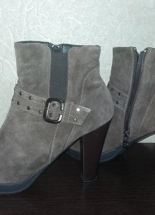 Весенние,осенние кожанные ботинки 43 размера