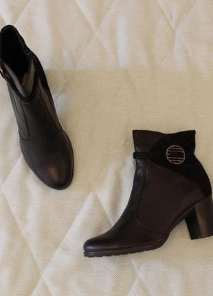 Демисезонные кожаные ботильоны, ботинки 39, 40 размера на устойчивом каблуке
