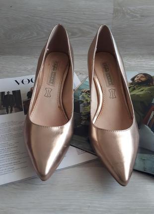 Золотые туфли лодочки