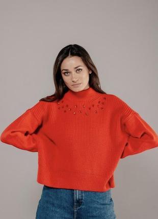 Яскравий светр