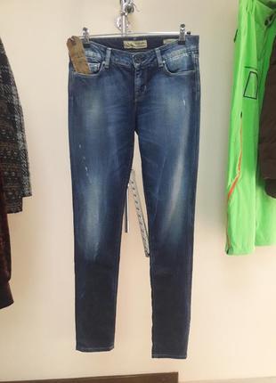 Модные джинсы фирмы guess.