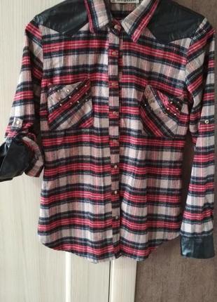 Рубашка женская в клетку с вставками эко кожи.