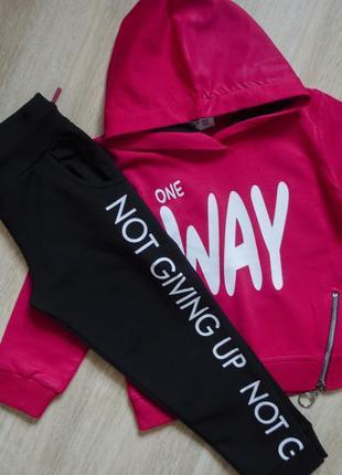 Трикотажний спортивний костюм насичено малинового кольору для з штанами фірми wanex