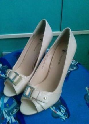 Продам туфли t.taccardi с открытым носком новые р. 38