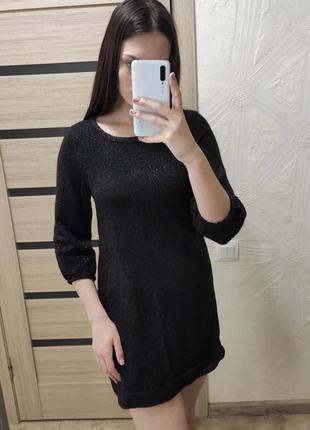 Короткое чёрное вязаное платье с блестками
