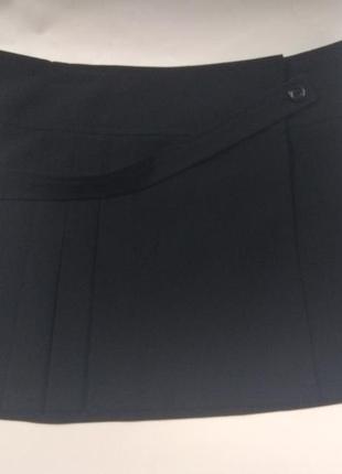 Юбка черная на запах в складку