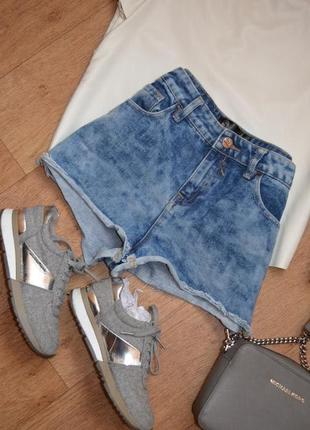 Джинсовые шорты бойфренд трендовые модные с потертостями короткие на высокой посадке
