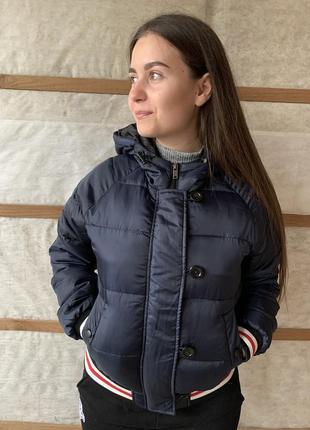 Демисезонная курточка с капюшоном
