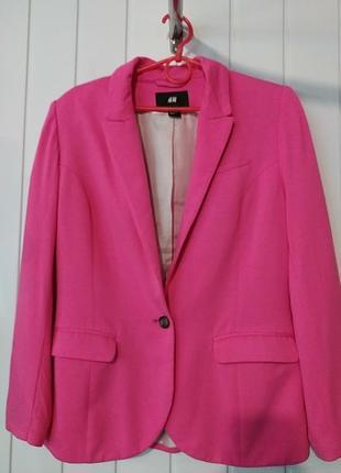 Яркий женский трикотажный блейзер пиджак