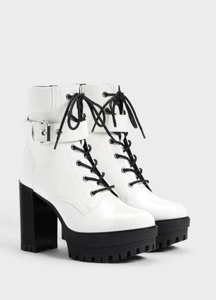Новые белые модные ботинки лакированные на высоком каблуке и платформе