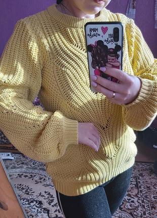 Актуальный свитер с объёмными рукавами