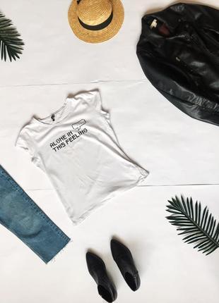 Актуальная белая футболка  cropp с принтом. р-р l