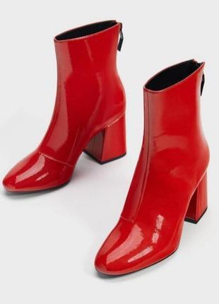 Новые лакированные красные модные ботинки на каблуке, оригинал, с биркой.