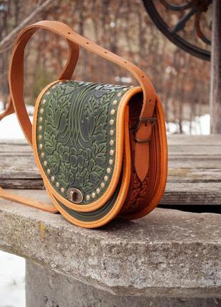 Натуральная кожа, авторский дизайн сумка через плечо оливковая с тиснением орнаментом
