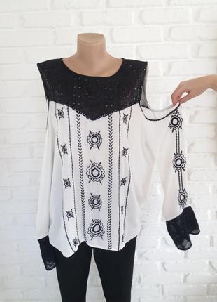 Шикарная блуза на 50-52размеры.