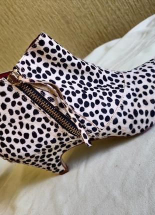 Весенние ботинки с животным принтом